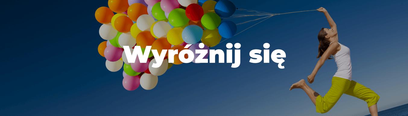 kobieta z balonem i napis Wyróżnij się